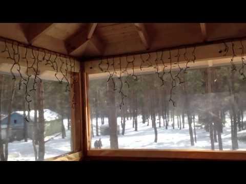 Зимняя закрытая беседка на даче