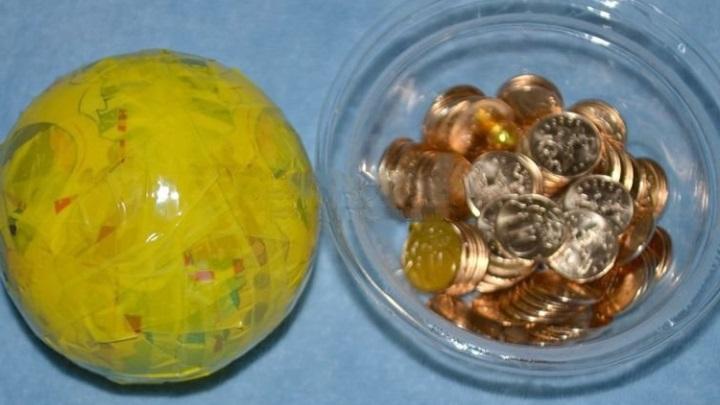 поролоновый шарик оклеить скотчем