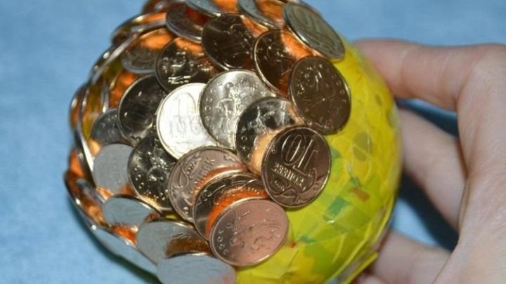продолжаем клеить монеты