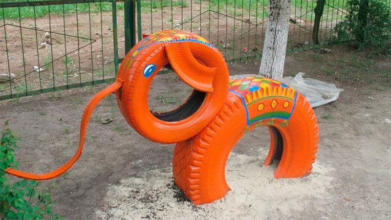 фигура слона из авто шин