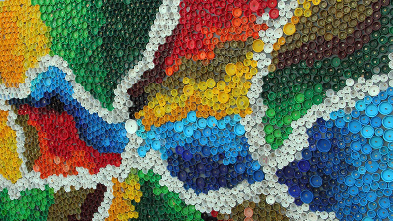 коврик из крышек от пластиковых бутылок