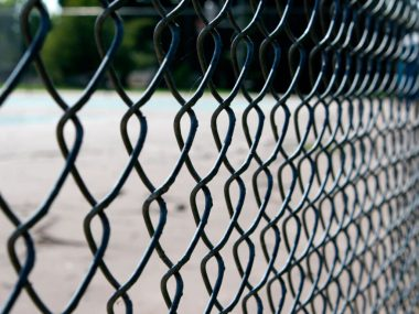 Забор из сетки рабицы своими руками.